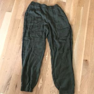 Soft ankle pant.